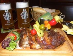 Свиная голень, запеченная с пивом