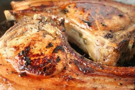 Мясо на косточке в пивном соусе